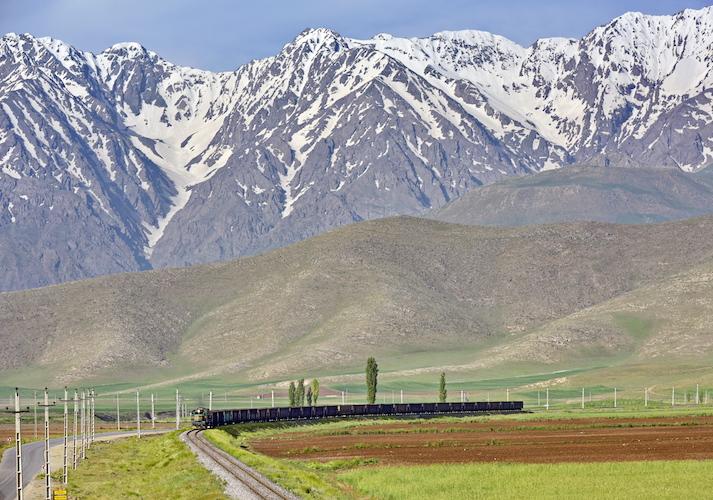 Irán quiere duplicar su red ferroviaria hasta el año 2021