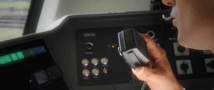 Indra despliega una red de comunicaciones avanzadas que mejora el control y la seguridad en los trenes de Buenos Aires