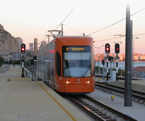 La industria ferroviaria española, pionera en soluciones innovadoras para el transporte público urbano