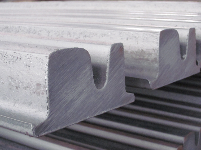 New grooved block rail profile 53K2 (MSzTS52) production: a better performance for Tram applications