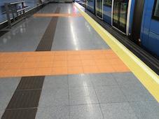 señalizacion podotactil para borde de anden ferroviario-IMPLASER